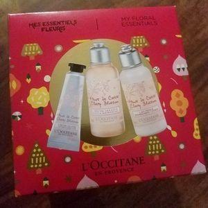 L'OCCITANE Cherry Blossom Gift Set NEW in Box